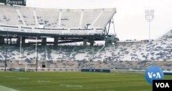 주요 대학 미식축구 리그들이 올해 경기를 취소하면서 경기장이 텅 비어있다.