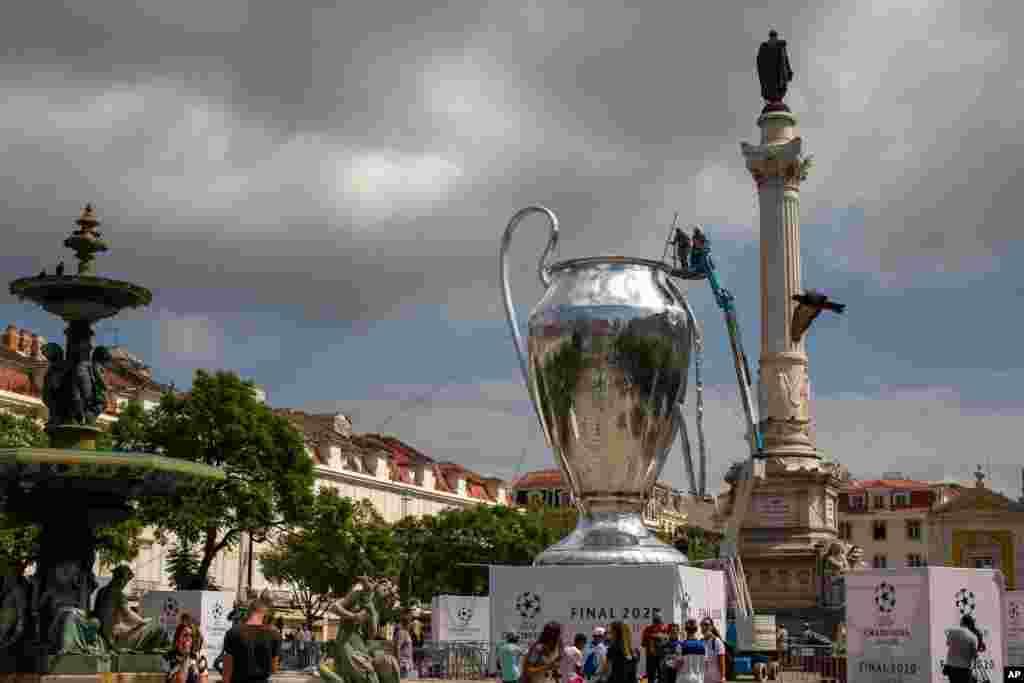 جام قهرمانی لیگ اروپا در شهر لیسبون پرتغال. قرار است مسابقات این لیگ از فردا از سر گرفته شود.