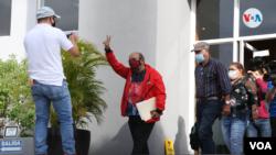 El diputado nicaragënse Edwin Castro (de rojo al centro), fue uno de los allegados del presidente Daniel Ortega sancionados por EE. UU. el 9 de junio de 2021. Foto Houston Castillo, VOA.