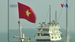 Tàu du lịch bị đắm ở Vịnh Hạ Long