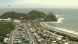 Люди на севере Тайваня готовятся к приближению тайфуна