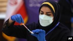 کمیته ملی اخلاق به شیوه ارزیابی سود و زیان واکسن داخلی در شرایطی که هنوز مطالعات فاز سوم آن تکمیل نشده پرداخته است