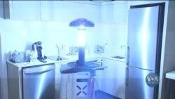 Готель медичного центру в Г'юстоні використовує роботів для знищення вірусів. Відео