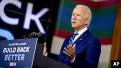រូបឯកសារ៖ បេក្ខជនប្រធានាធិបតីខាងគណបក្សប្រជាធិបតេយ្យ និងជាអតីតអនុប្រធានាធិបតីលោក Joe Biden ថ្លែងសុន្ទរកថានៅក្នុងការធ្វើយុទ្ធនាការរកសំឡេងគាំទ្រមួយនៅក្នុងទីក្រុង New Castle រដ្ឋDelaware នៅថ្ងៃទី២១ ខែកក្កដា ឆ្នាំ២០២០។