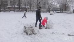春天刚到 美国东部遭受冬季风雪