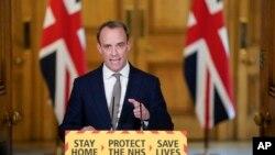 Bộ trưởng Ngoại giao Anh Dominic Raab tại cuộc họp báo về đại dịch Covid tại số 10 phố Downing, London, ngày 16/4/2020. Ông Raab thay thế Thủ tướng Boris Johnson đang hồi phục sức khỏe sau khi nhiễm COVID-19
