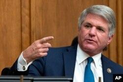 ARCHIVO - Legislador Michael McCaul, republicano por Texas, durante una audiencia del Comité de RR.EE. de la Cámara de Representantes, el 16 de septiembre de 2020.