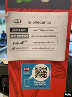 Imagen con los métodos de pago en un supermercado en Caracas. Agosto, 2021. Foto: VOA.