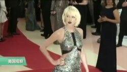 VOA连线:歌手斯威夫特控告前电台主持人性骚扰案胜诉