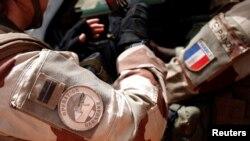 Des soldats de l'opération Barkhane porté par les troupes françaises dans la région du Sahel en Afrique, à Inaloglog, au Mali, le 17 octobre 2017.