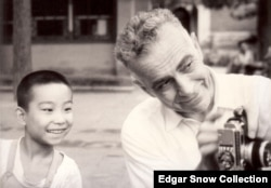 American journalist Edgar Snow, pictured with a Chinese boy in 1960. (Edgar Snow Collection)