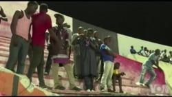Bagarres et mouvements de foule font huit morts dans un stade à Dakar (vidéo)