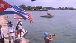美國 62 歲游泳女將橫渡佛羅里達海峽