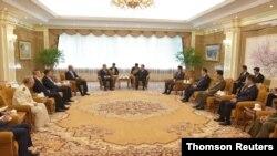 북한 국무위원회가 북중우호조약 체결(7월 11일) 60주년을 앞두고 기념연회를 열었다고 조선중앙통신이 10일 보도했다.