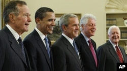 resident George W. Bush, center, poses with President-elect Barack Obama, and former presidents, from left, George H.W. Bush, le