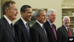 Бывшие президенты США - Джордж Буш-старший, Барак Обама, Джордж Буш-младший, Билл Клинтон и Джимми Картер
