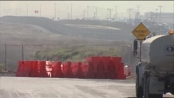 美墨边境墙的样板展开施工
