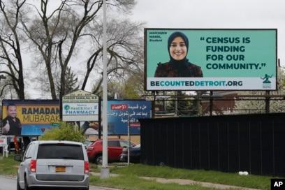 Sebuah papan iklan yang menyoroti Sensus 2020 terlihat di Dearborn, Michigan, 30 April 2020. (Foto: AP)
