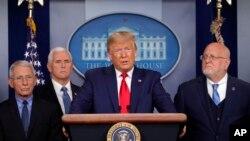 Rais Donald Trump akizungumza na vyombo vya habari juu ya hali ya kirusi cha corona White House, Feb. 29, 2020, in Washington.