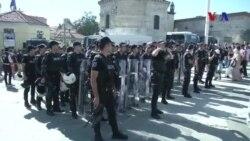 İstanbul'da 'Onur Yürüyüşü'ne Polis Müdahalesi