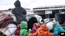 Беженцы из сирийского Идлиба движутся по направлению к турецкой границе (архивное фото)