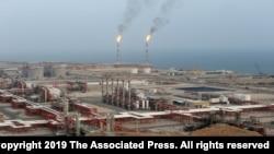 Kilang gas alam di lapangan South Pars, di pesisir utara Teluk Persia, di Asaluyeh, Iran, 16 Maret 2019.
