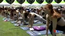 2015-06-21 美國之音視頻新聞: 亞洲各地星期日慶祝世界瑜伽日