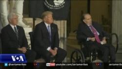 Ish-Senatori Bob Dole nderohet me Medaljen e Artë të Kongresit