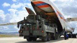 La Turquie reçoit des missiles russes au risque de représailles américaines