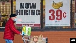 Với số ca nhiễm đang giảm dần, các bang và địa phương nới lỏng các hạn chế, các doanh nghiệp đã thêm việc làm trong bốn tháng liên tiếp, Bộ Lao động Mỹ cho biết.