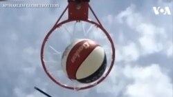 Ghi bàn bóng rổ từ máy bay