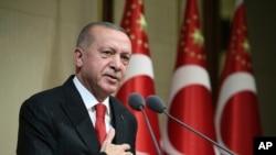 រូបឯកសារ៖ ប្រធានាធិបតីតួកគីលោក Recep Tayyip Erdogan ថ្លែងអំឡុងពេលទិវា Republic Day នៅក្រុងអង់ការ៉ា ប្រទេសតួកគី កាលពីថ្ងៃទី២៩ ខែតុលា ឆ្នាំ២០១៩។
