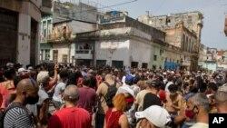 Una multitud de cubanos, manifestantes antigubernamentales, salió a las calles el 11 de julio con reclamos de libertad, un hecho sin precedentes en varias décadas en Cuba.