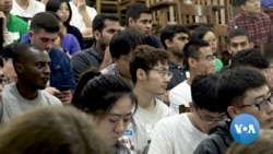 VOA英语视频: 美国国际学生人数连续三年下降