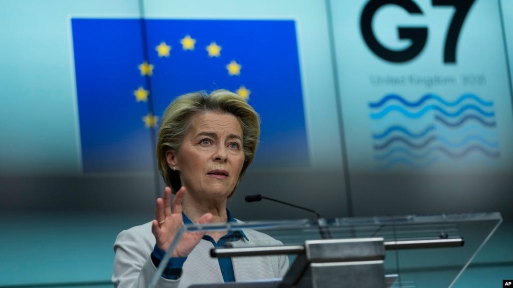 欧盟委员会主席冯德莱恩在布鲁塞尔欧盟总部的记者会上讲话。(2021年6月10日)
