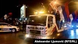 Okupljanja na ulicama Nikšića nakon zatvaranja biračkih mesta, Foto Aleksandar Ljumović, RFE/RL
