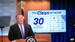 마이크 폼페오 미국 국무장관이 5일 워싱턴 국무부 청사에서 기자회견을 했다.