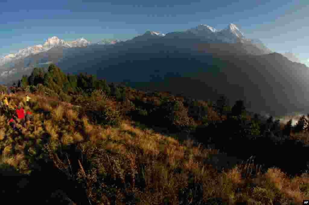 طلوع خورشید از بلندی های آناپورنا در نیپال