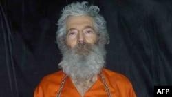 Ifoto y'uwahoze akorera FBI Robert Levinson, yaburiwe irengero kw'izinga rya Kish muri Irani, ukwezi kwa 3, italiki 9, 2007.