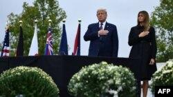 도널드 트럼프 미국 대통령과 멜라니아 트럼프 여사가 9.11 테러 19주년을 맞아 펜실베니아주 생크스빌 추모식에서 항공 93편 희생자들을 기렸다.