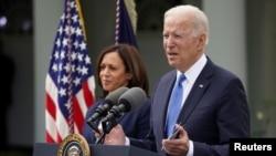 El presidente Joe Biden junto a la vicepresidenta Kamala Harris en una presentación pública en la Casa Blanca, el 13 de mayo de 2021.