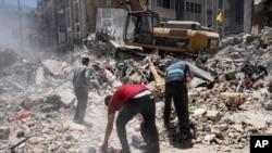 Raščišćavanje ruševina na mestu zgrade uništene u 11-dnevnom ratu između Izraela i Hamasa, 27. maja 2021.