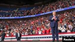 美国总统特朗普在俄克拉荷马州塔尔萨首次参加连任竞选