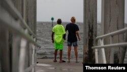 Elsa uzrokuje jake kiše, pa je izdato upozorenje na mogući poplavni talas duž obale
