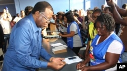 Namibian President Hage Geingob casts his ballot in Windhoek, Namibia in the country's elections Wednesday, Nov. 27, 2019. Geingob's ruling party faces its biggest challenge since independence nearly three decades ago. The resource-rich southern…