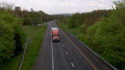 VOA英语视频: 疫情期间卡车司机继续上路