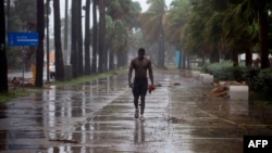 ہری کین ایسایس کے زیر اثر سینٹو ڈومینگو میں بارش کا ایک منظر۔ 30 جولائی 2020