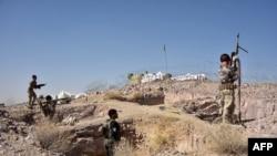 Pasukan keamanan mengambil bagian dalam operasi yang sedang berlangsung melawan militan Taliban di distrik Arghandad di Provinsi Kandahar, Afghanistan, 2 November 2020. (Foto: AP)