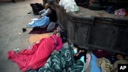 Para migran dari Amerika Tengah yang ditolak di AS tidur di Reynosa, Meksiko (27/3).