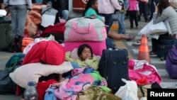 Venezuelan children sleep at the Binational Border Service.